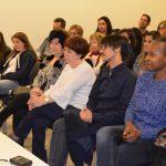 Professors de l'Institut Joan Oró i Pompeu Fabra assisteixen a la benvinguda