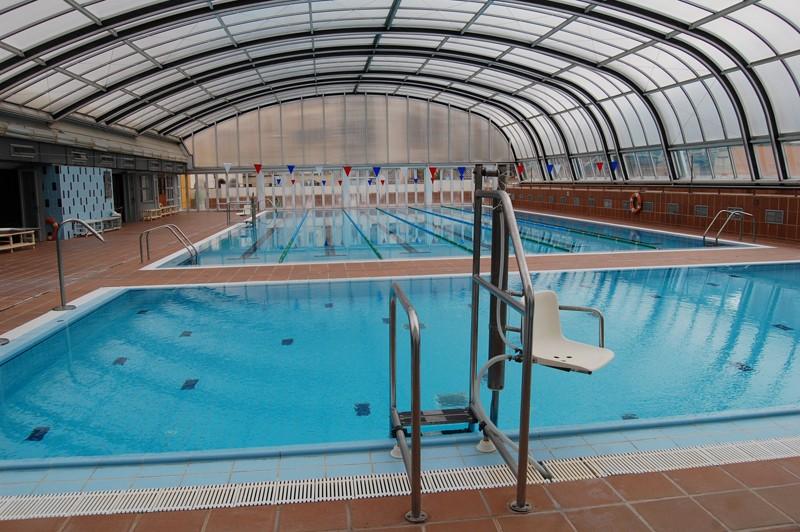 La piscina esportiva del complex la vila tornar a estar for Piscina municipal martorell