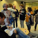 Fira del Llibre. Presentació de Cuina Flexi. Adam Martín signant exemplars